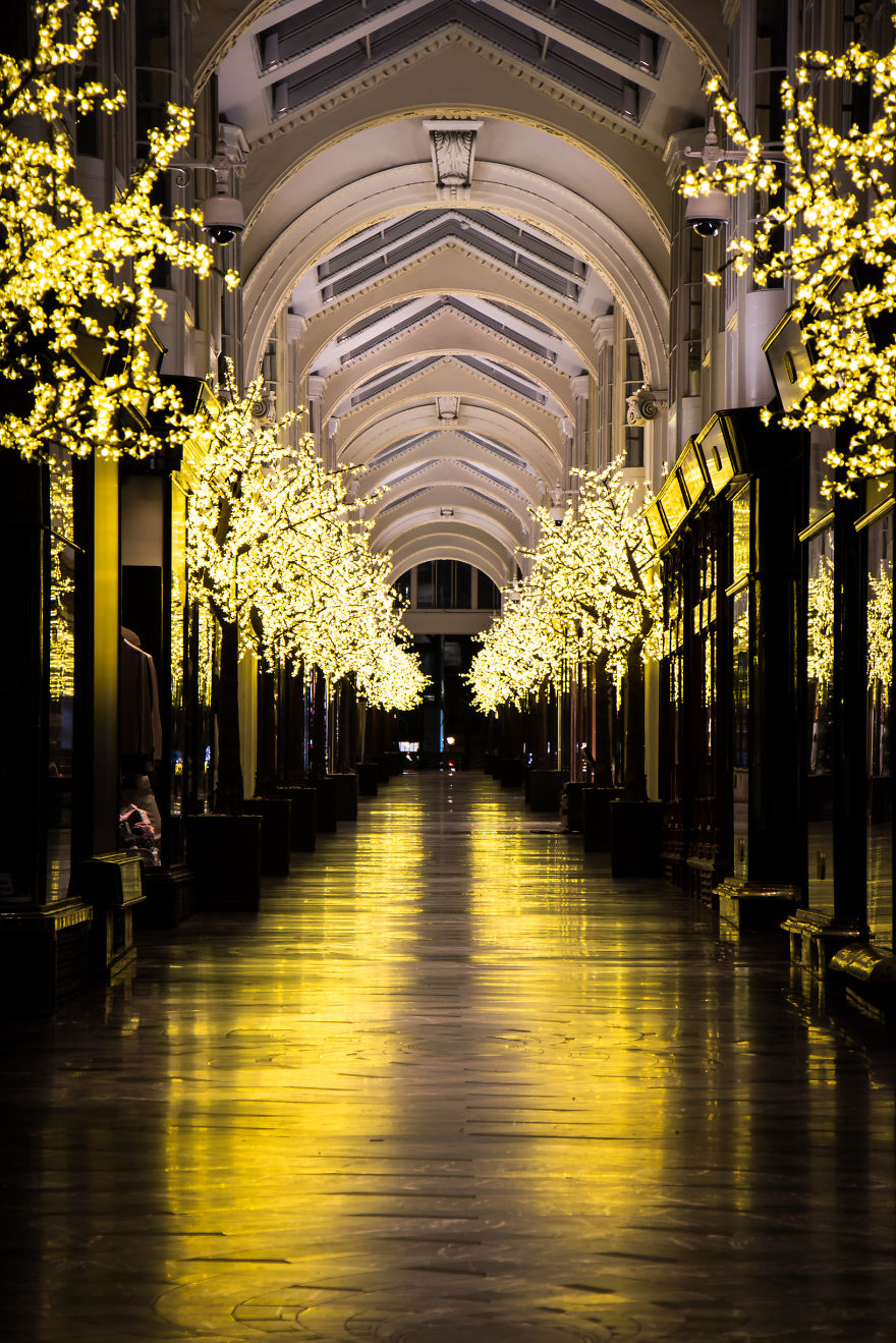2015-christmas-decorations-in-london-are-simply-stunning-9__880