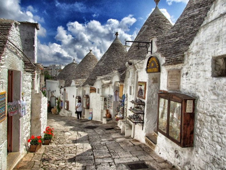Top-Ancient-Towns-Alberobello-740x555
