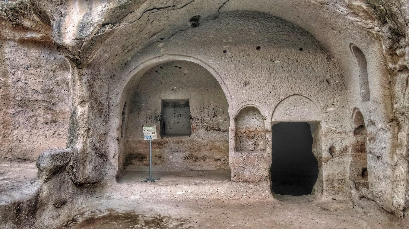 pećina u Vardziji