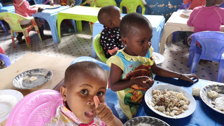ručak u sirotištu