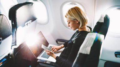 Laptop u avionu
