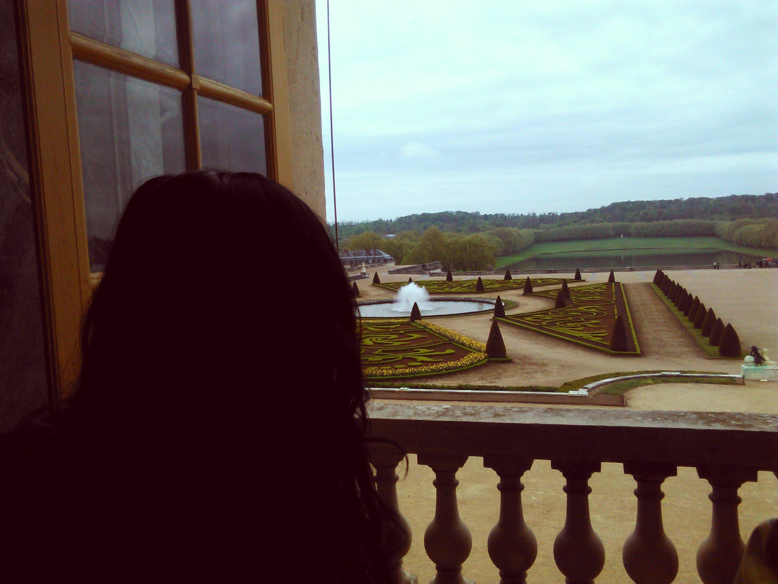 Pogled na vrtove Versaja iz Sobe ogledala