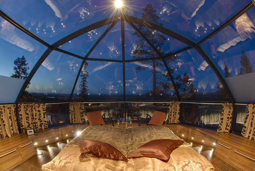 rooms-with-amazing-view-1-1__880