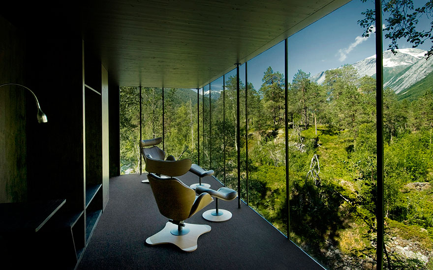 rooms-with-amazing-view-5__880