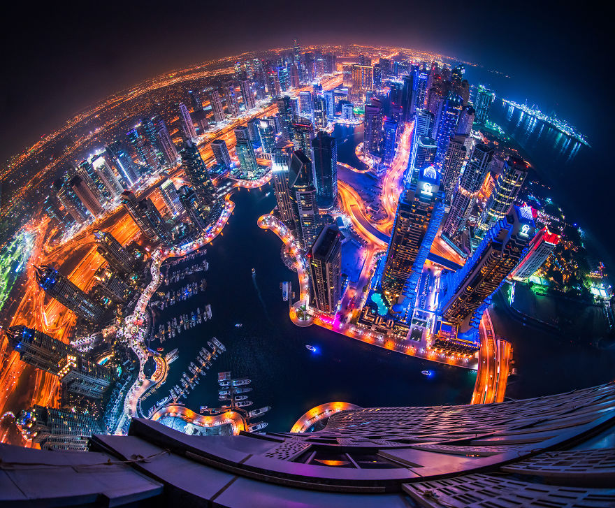 night-time-dubai-looks-like-it-came-straight-from-a-sci-fi-movie-2__880