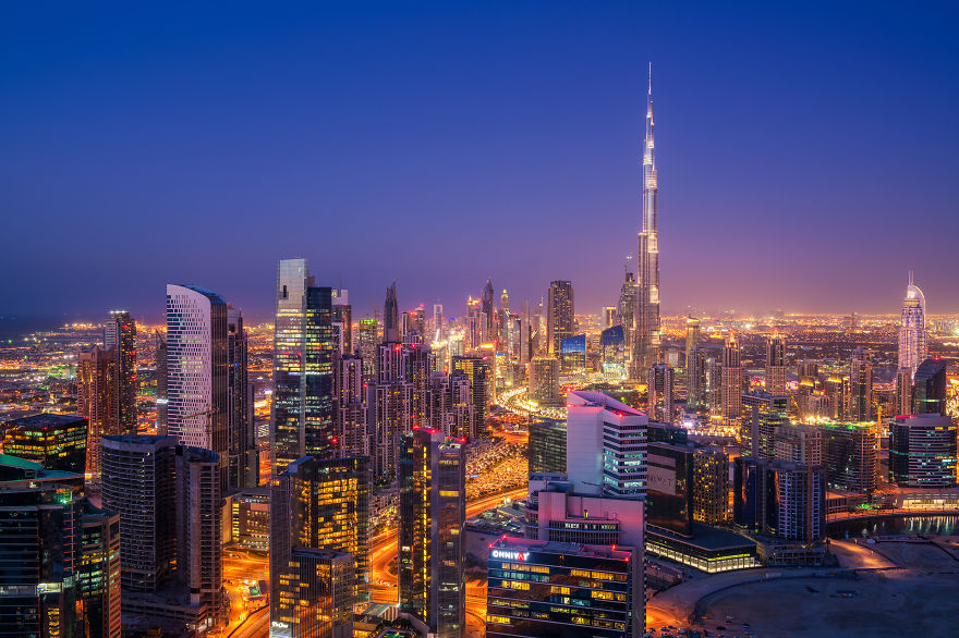 night-time-dubai-looks-like-it-came-straight-from-a-sci-fi-movie-6__880