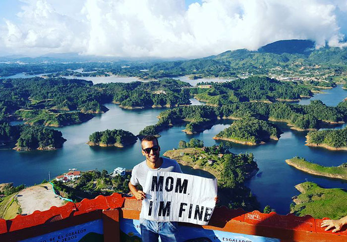 mom-im-fine-guy-travels-around-the-world-jonathan-quinonez-7