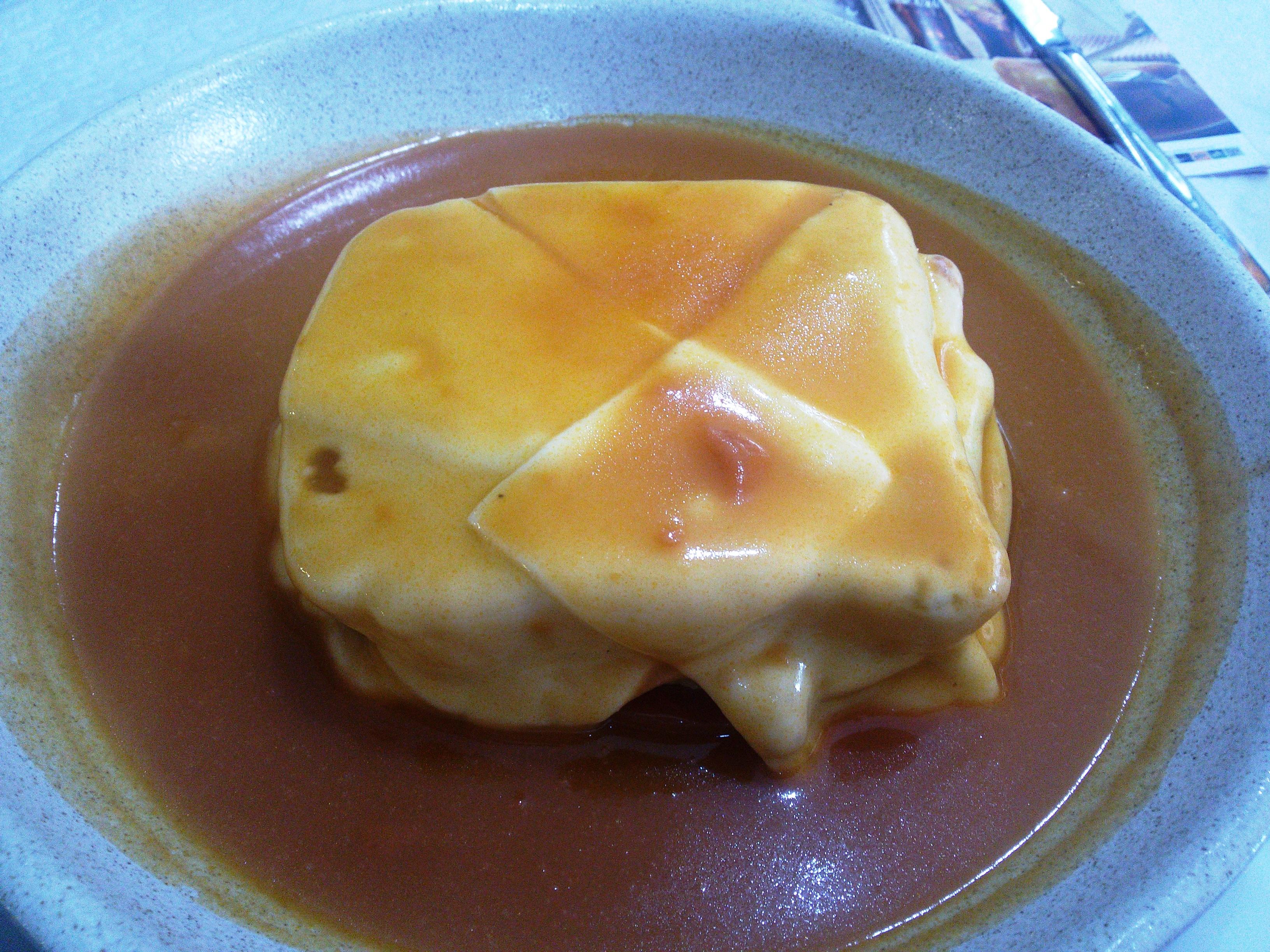 Francesinha je portugalski ručak