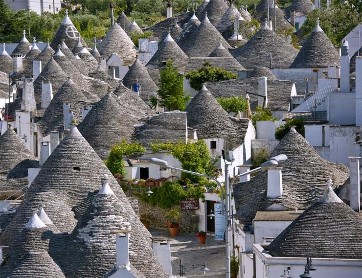Top-Ancient-Towns-Alberobello2
