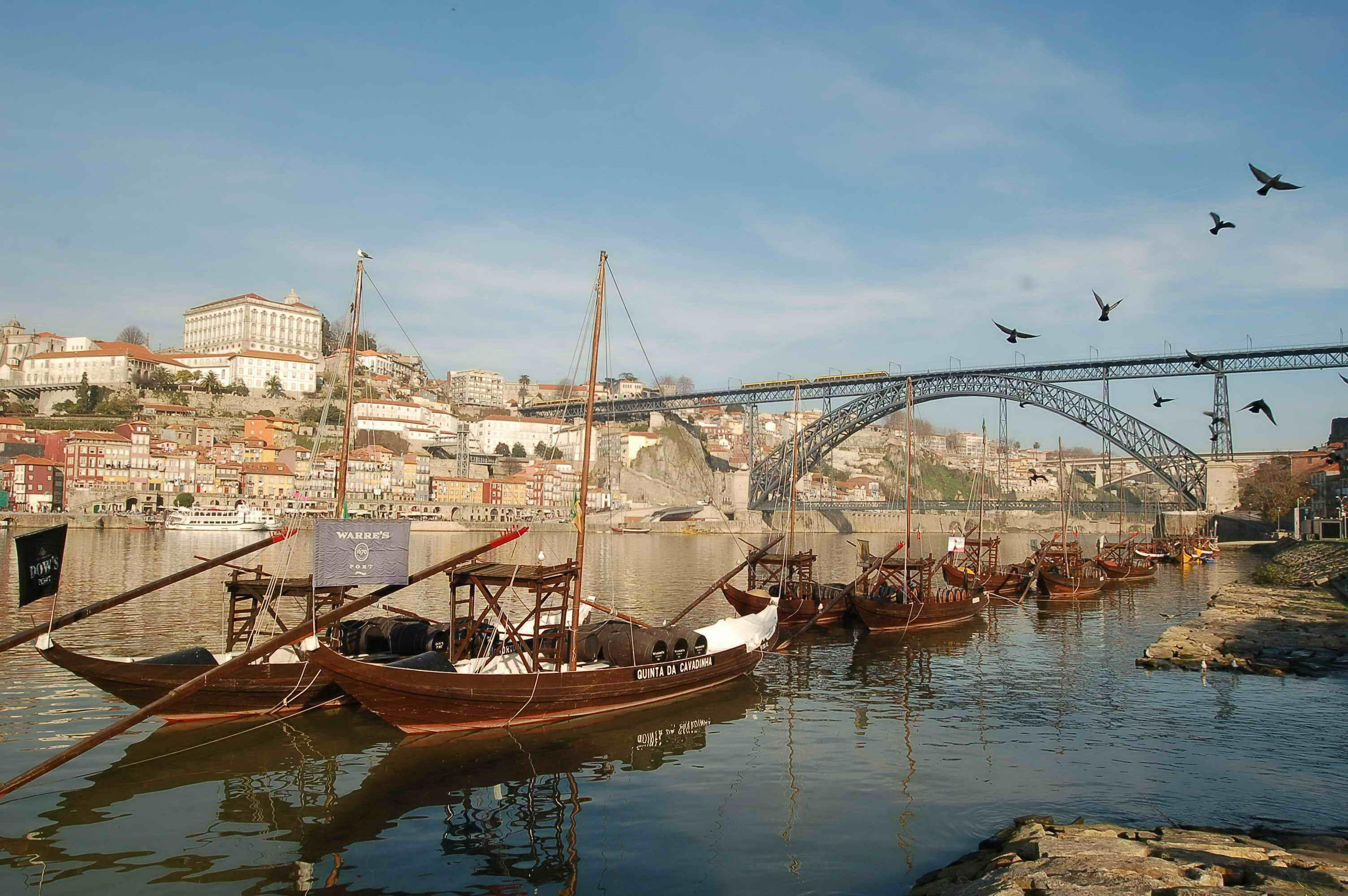 Pogled na luku u Portu i rijeku Douro