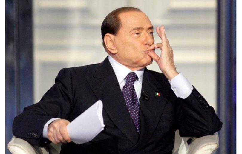 Silvio Berluskoni je poznat po svojim gestikulacijama