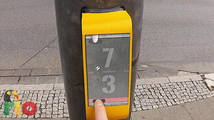 3039054-slide-s-0-this-german-traffic-light-lets-you-play-pong-while-waiting-to-cross-the-street-copy