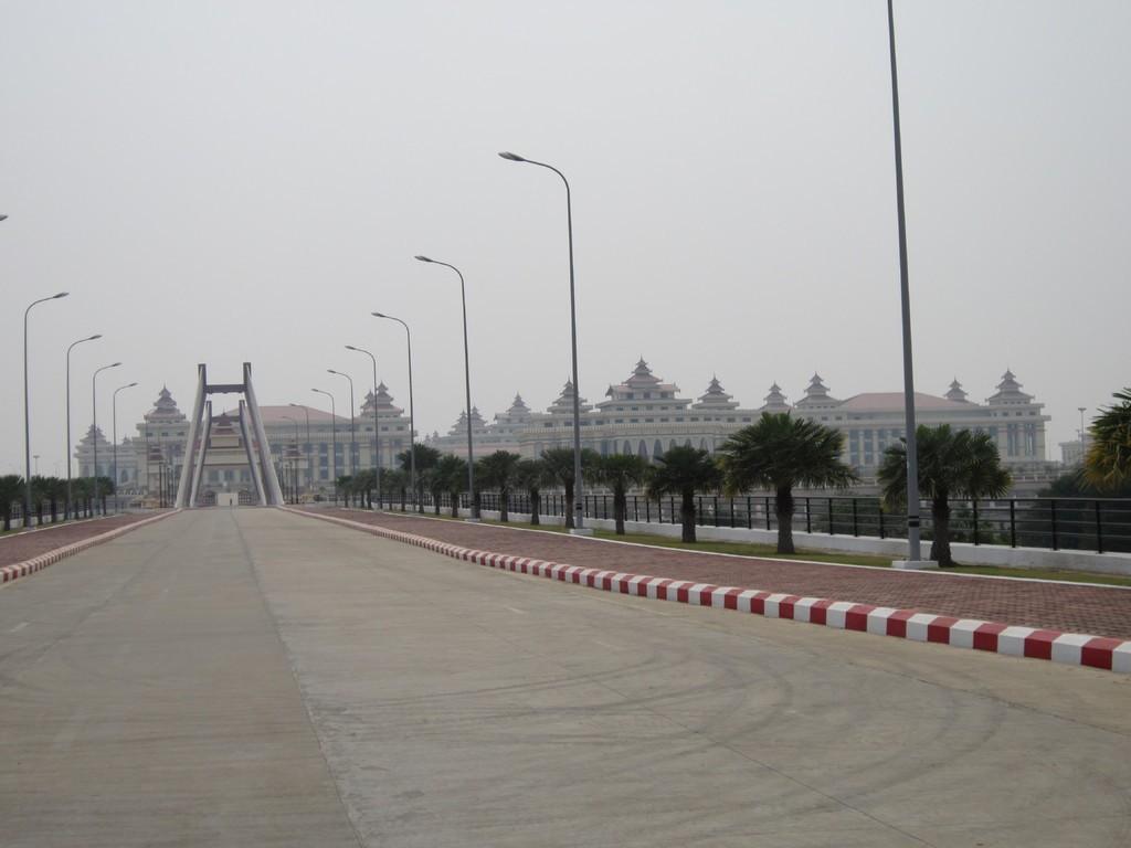 prazan grad u Mjanmaru