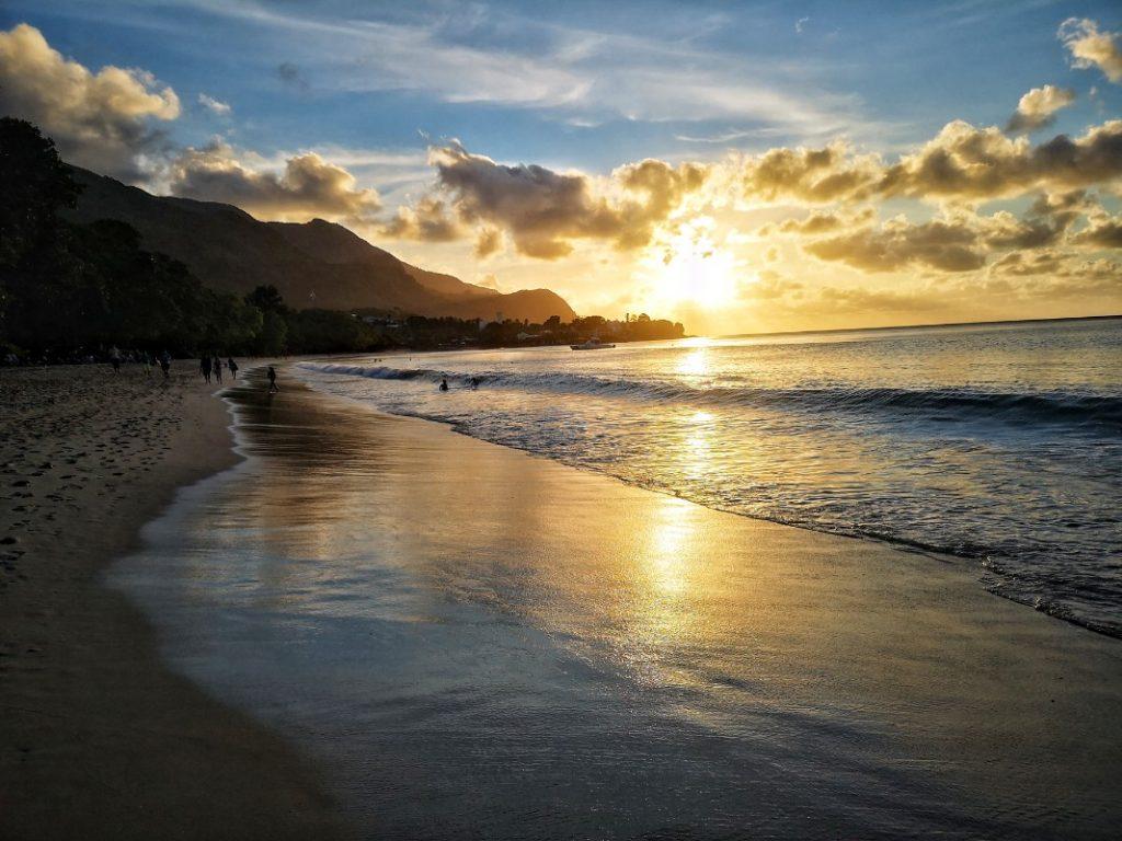 zalazak sunca na Sejšelima Beau Vallon
