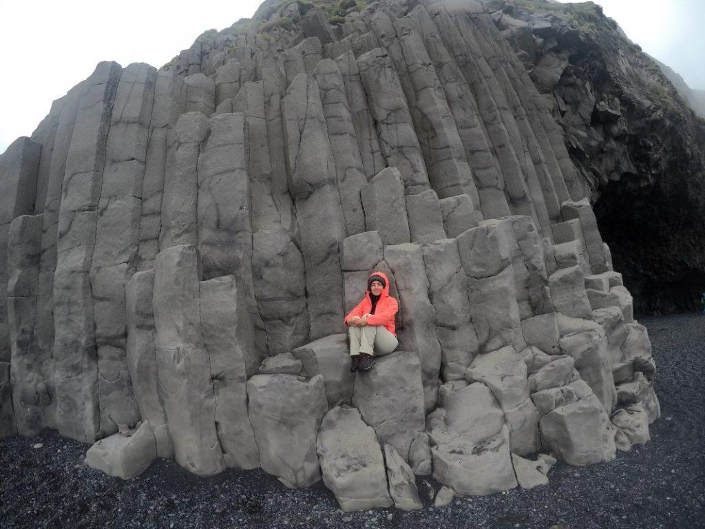 Plaža Reynisfjara i oblici nastali hlađenjem magme