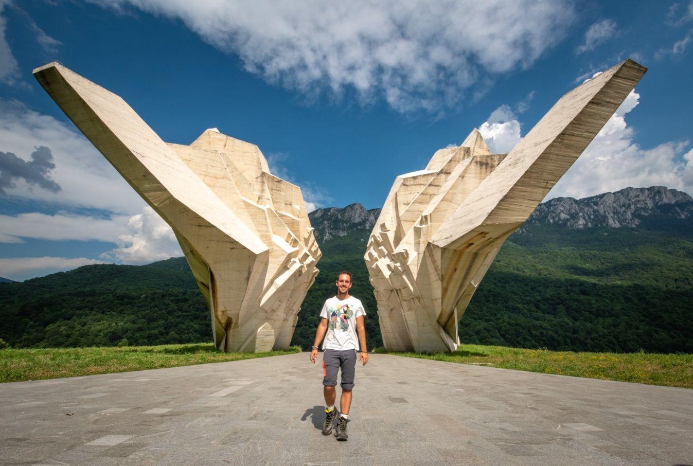Tjentište spomenik