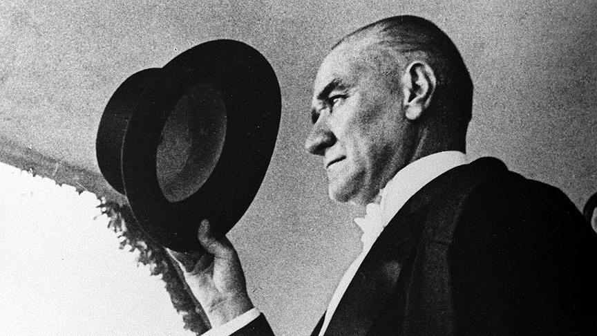 Mustafa Kemal Ataturk crno bijela slika
